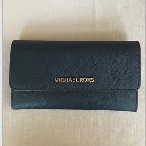 NWT~Michael Kors Jet TravelTrifold wallet Leather
